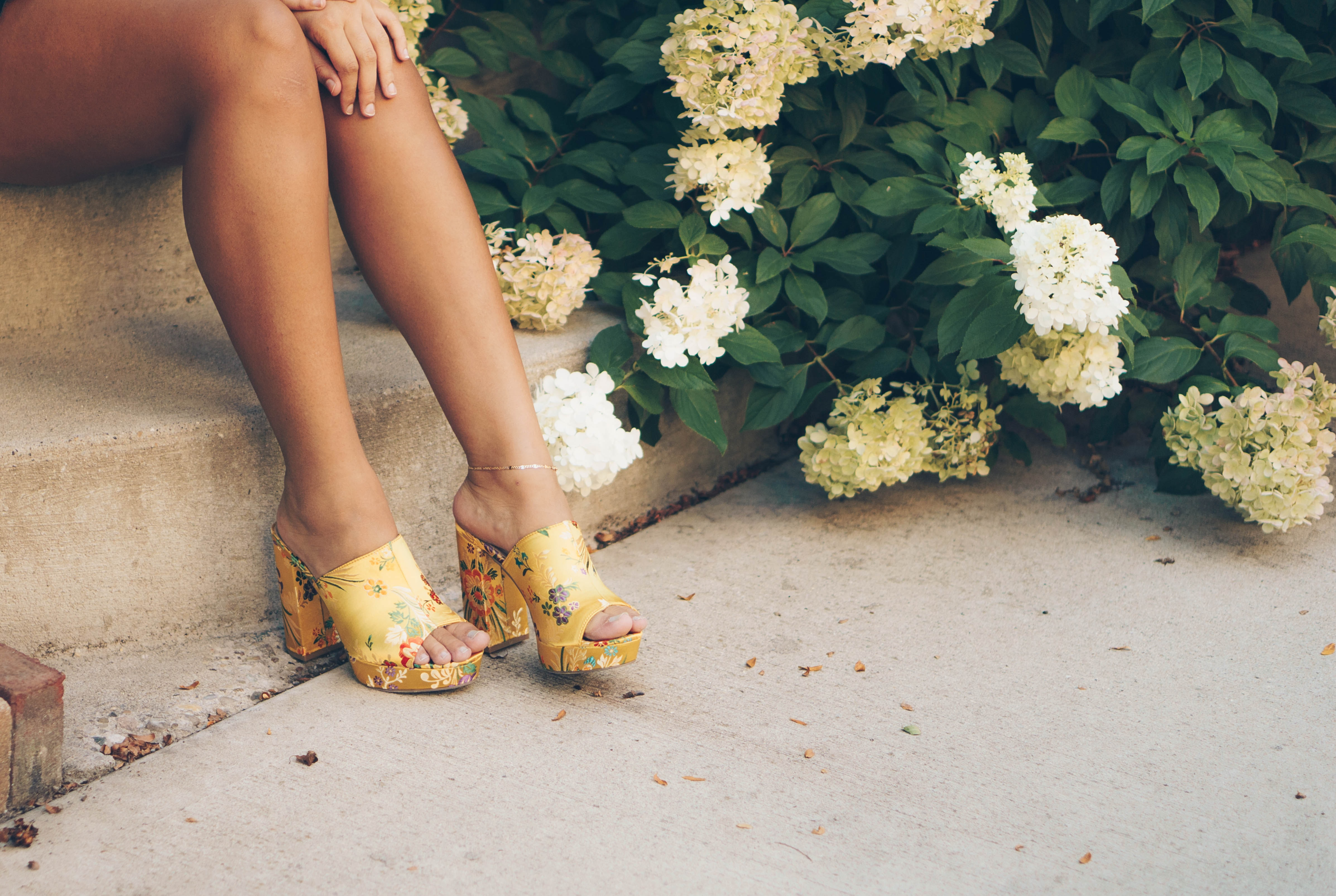 4 Ways to Get Your Silky-Smooth Legs for Summer